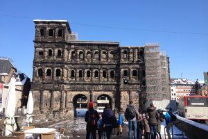 Das schwarze Tor von den Römern erbaut.