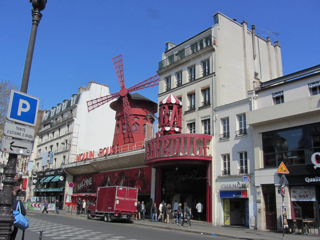 Moulin Rouge bei Tag