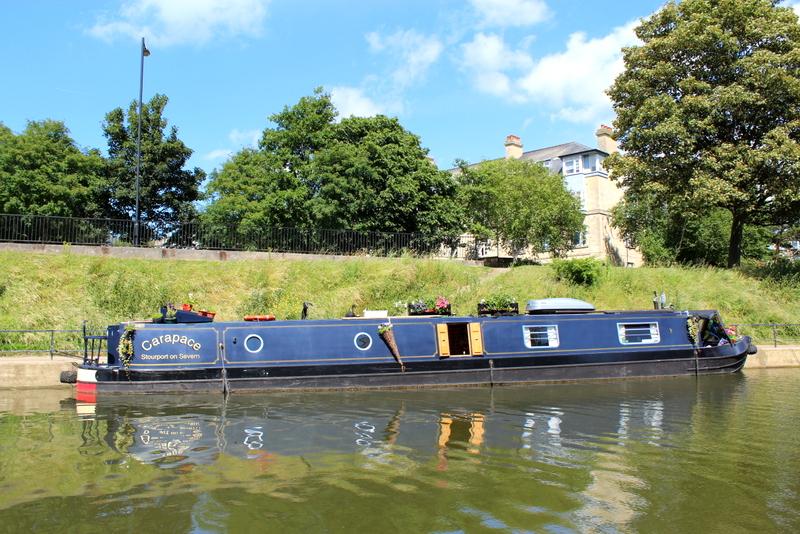 Eines der typischen Hausboote auf dem Avon