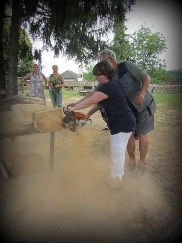 Mit Kettensägen Kunst erschaffen - Kreativreisen im Burgenland