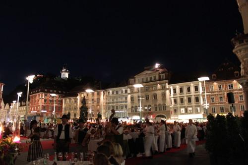 Küche bei der langen Tafel der Genusshauptstadt Graz
