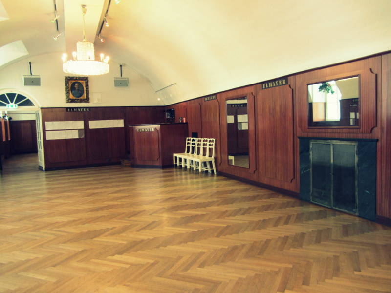 Wiener Walzer tanzen lernen für Anfänger. Ein Versuch