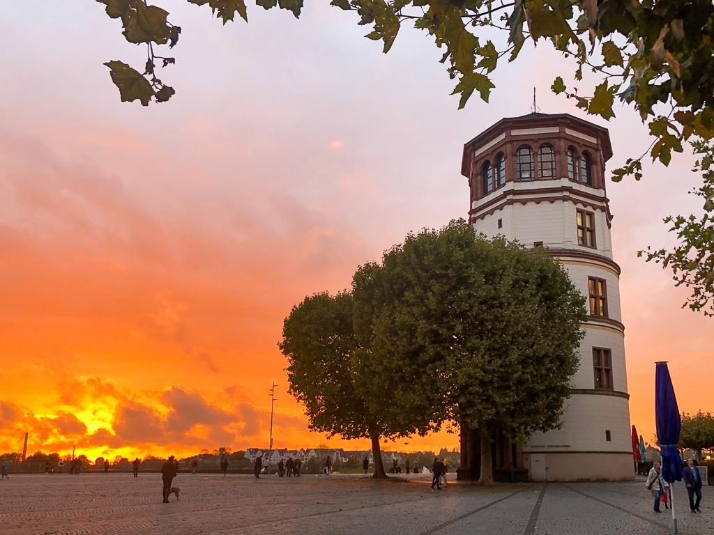 Kurztrip nach Düsseldorf: Abends an die längste Theke der Welt