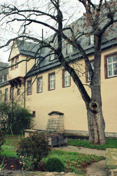 Schloss Wallhausen - Von Otto dem Großen, Klassenzimmern und Kunstwerken