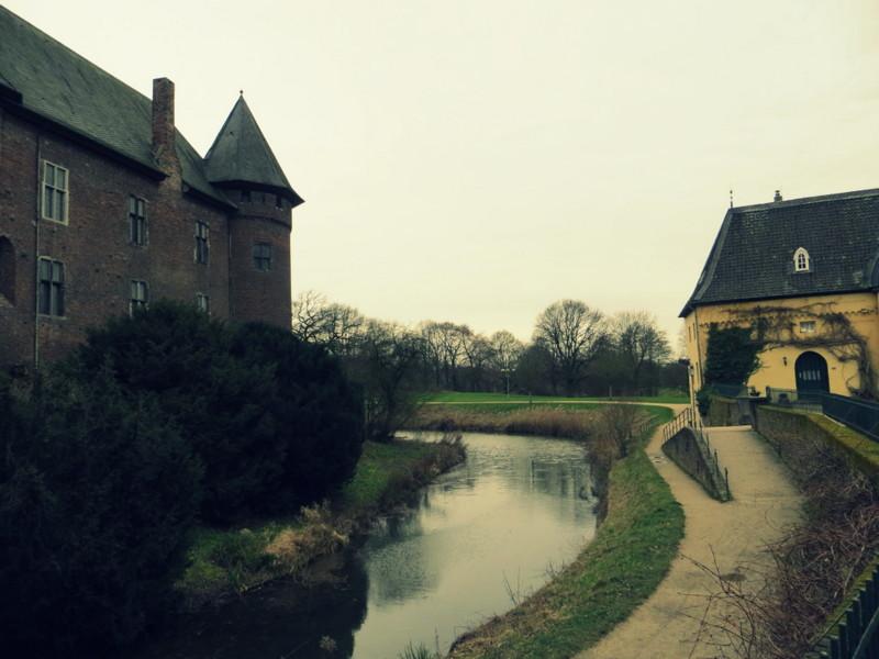 Ein Burgfräulein auf den Spuren Krefelds - Burg Linn