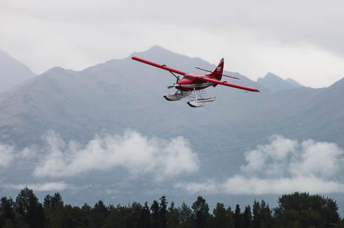 De_Havilland_Turbo_Otter_im_Anflug_auf_Lake_Hood_Anchorage_Foto_Ingo_Busch