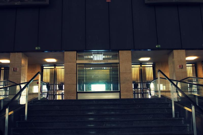 wenn geb ude reden k nnten eine tour durch den stillgelegten flughafen tempelhof. Black Bedroom Furniture Sets. Home Design Ideas
