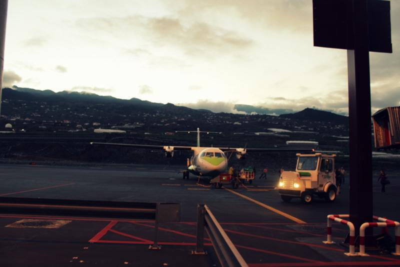 Fliegen zwischen den Kanarischen Inseln