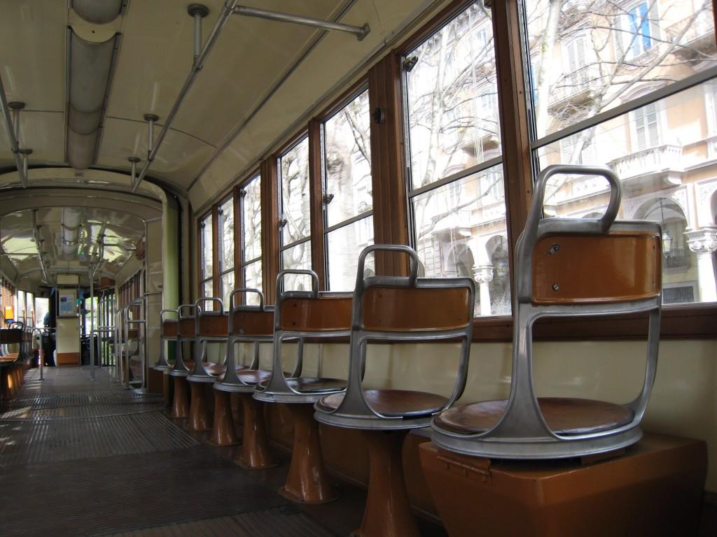 turin_tram_innen3