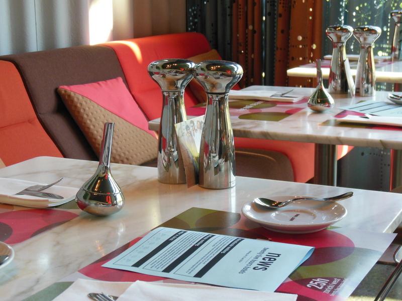 """25hours – Hotel Zürich - Schickes Design mit """"Windkanal"""" im Bad"""