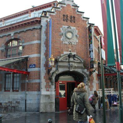 Coole Trödelmärkte in Europa: Vintage Market in den Halles Saint Géry in Brüssel