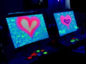 Kreativkunst bei Nacht – Schwarzlichtmalen in Berlin