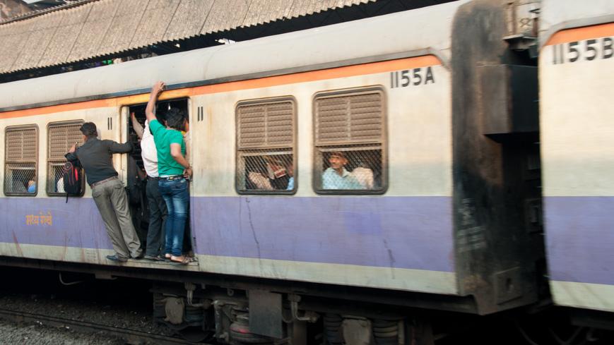 Vortortezug in Indien (c) Gerhard Liebenberger, Schienenreisen.com
