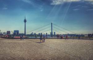 Business-Kurztrip nach Düsseldorf: Abends an die längste Theke der Welt