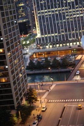 Von den coolsten Hotelbalkons der Welt im Radisson Blue Aqua Hotel Chicago