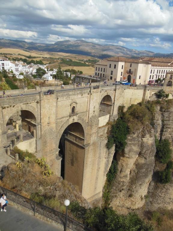 Ronda - Blick vom  Parador auf die Puente Nuevo