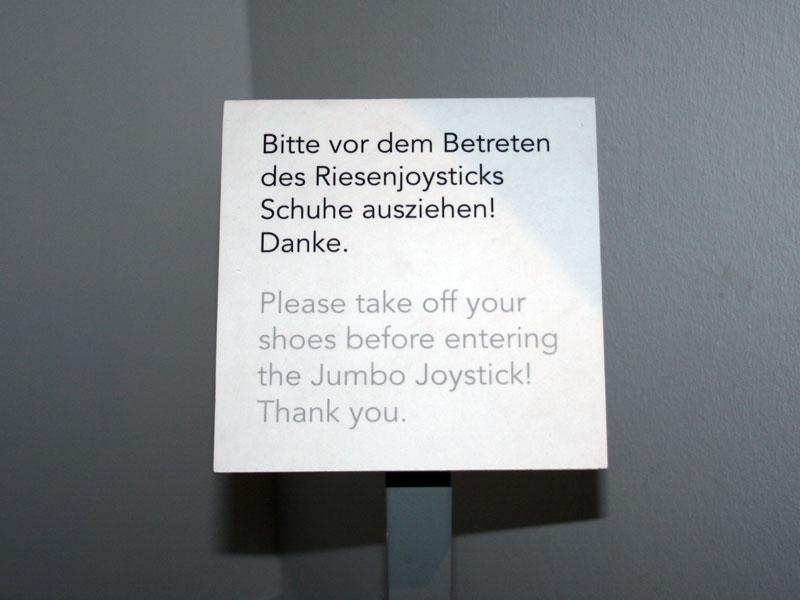 Computerspielemuseum-Riesenjoystick-Hinweis