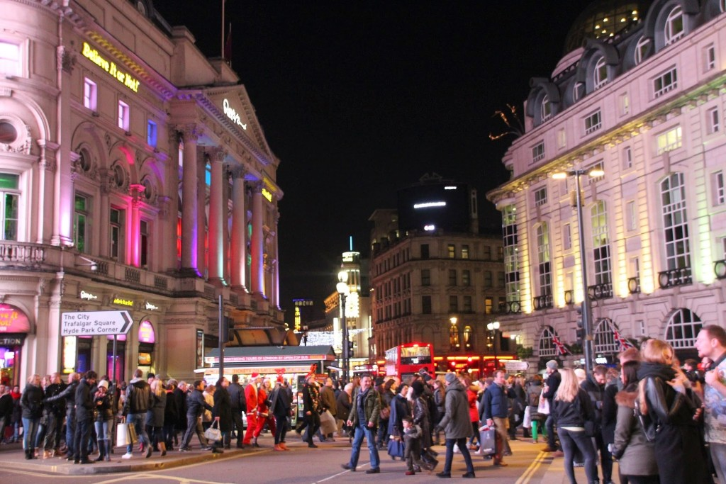 Massen am Piccadilly Circus