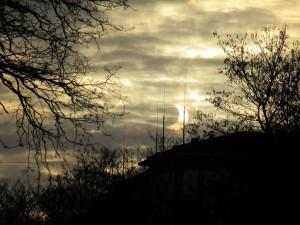 Wenn Sonne und Mond sich umarmen. Von der Partiellen Sonnenfinsternis 2015