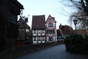 Zeitreise – Sightseeing durch Ulm: von schiefen Hotels und roten Hunden