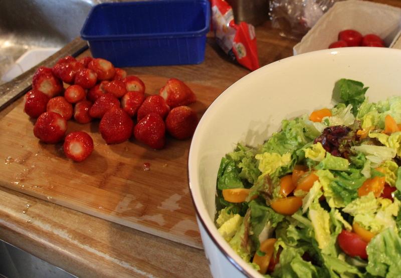 Salat Spargel Erdbeeren