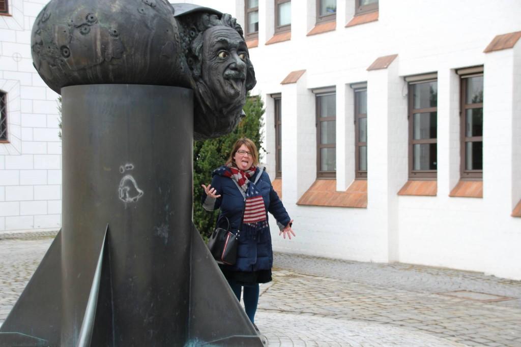 Zeitreise - Spaziergang durch Ulm: von schiefen Hotels und roten Hunden