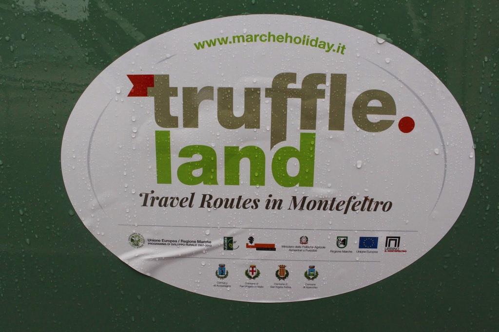 Zeitreise auf 4 Rädern: Mit Oldtimern durch das italienische Marche