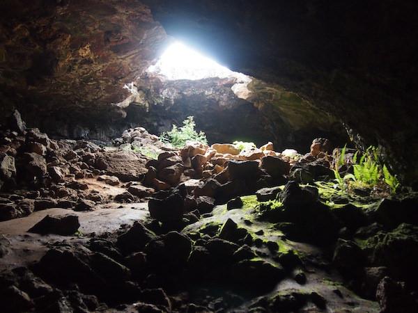 Höhlen auf den Osterinseln (c) Creativelena.com