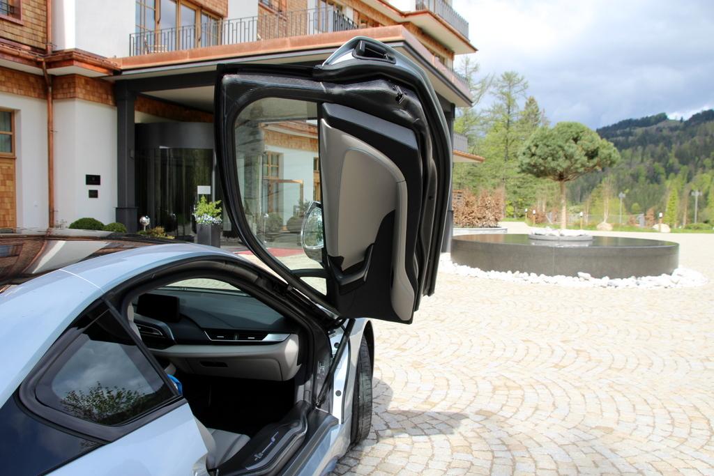 eine probefahrt mit dem bmw i8 von bergpanoramen und. Black Bedroom Furniture Sets. Home Design Ideas