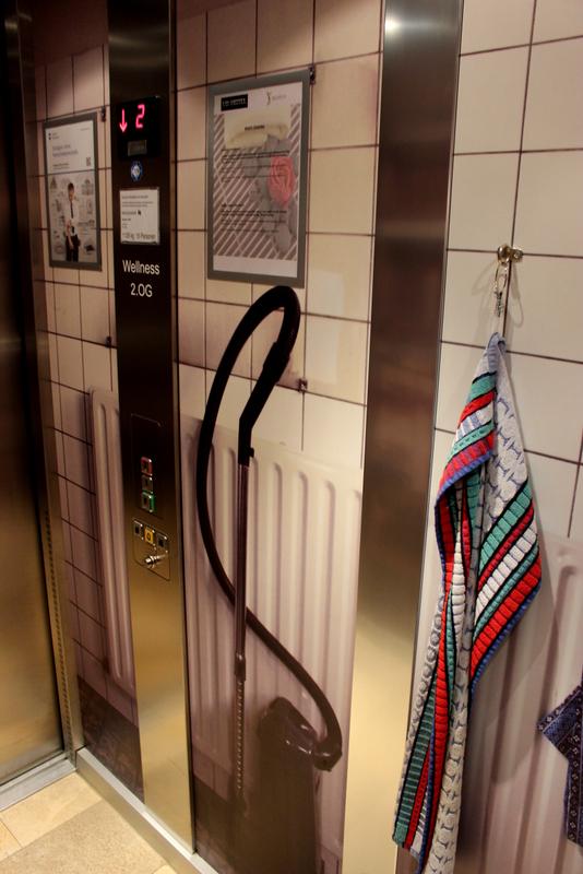 Aufzug im V8 Hotel - Besenkammer