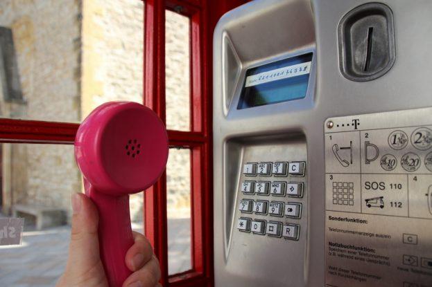Bielefeld: Von mystischen englischen Telefonzellen