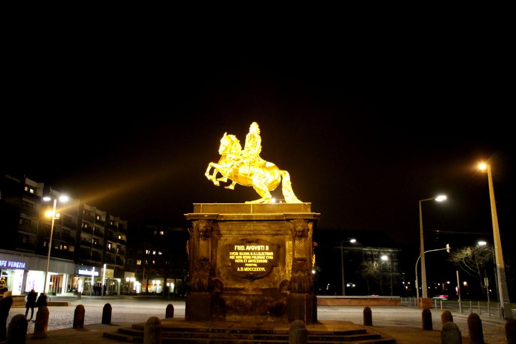 Dresden Der goldene Reiter bei Nacht