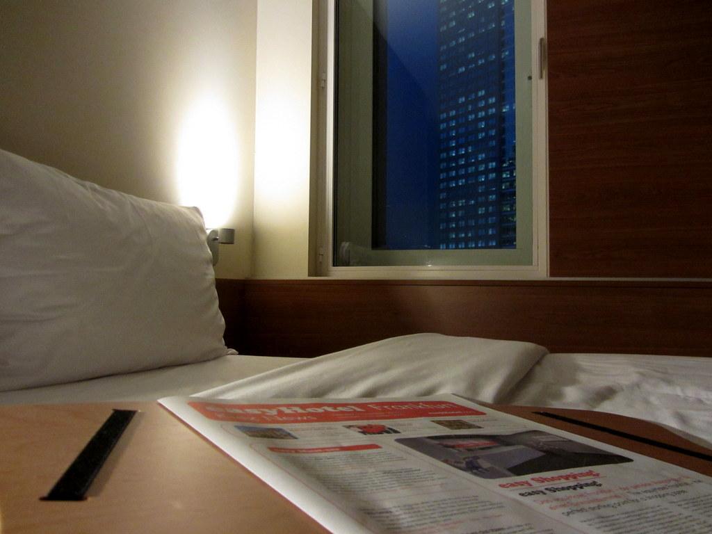 easyHotel Frankfurt Zeitung