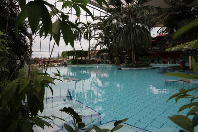 Der Saunabereich verfügt auch über riesige Pools