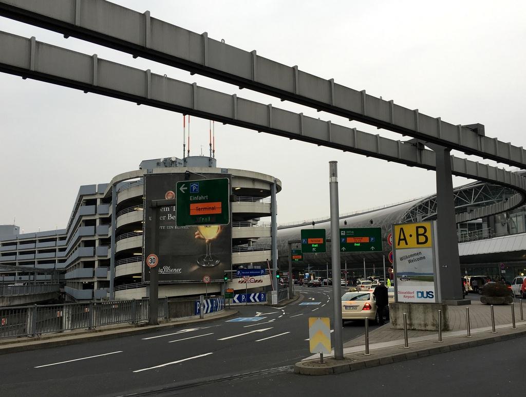 Parken am Flughafen Düsseldorf kostet schnell mal 60 Euro pro Wochenende