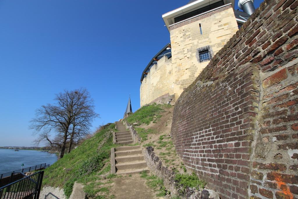 Viele Wege führen zur Burg