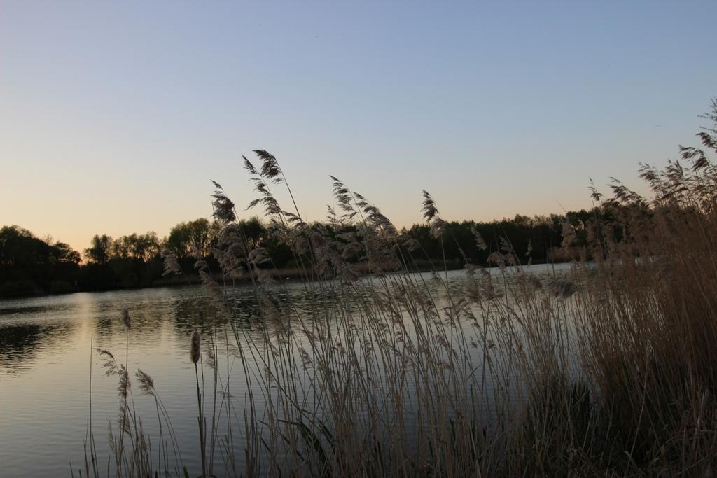 Auslaufendender See weil Kamera Schräg