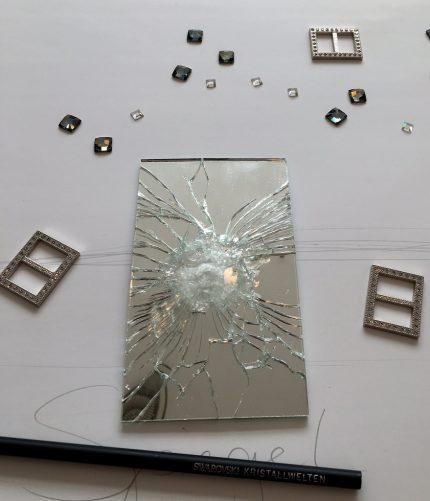 Swarovski kreativ - oder warum ich mit Absicht einen Spiegel zerstört habe.
