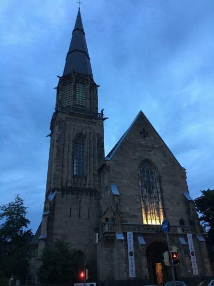 Von einem Traum, einer Wurst und einer Nacht in der Kirche - Erlebnisse im Hotel Total