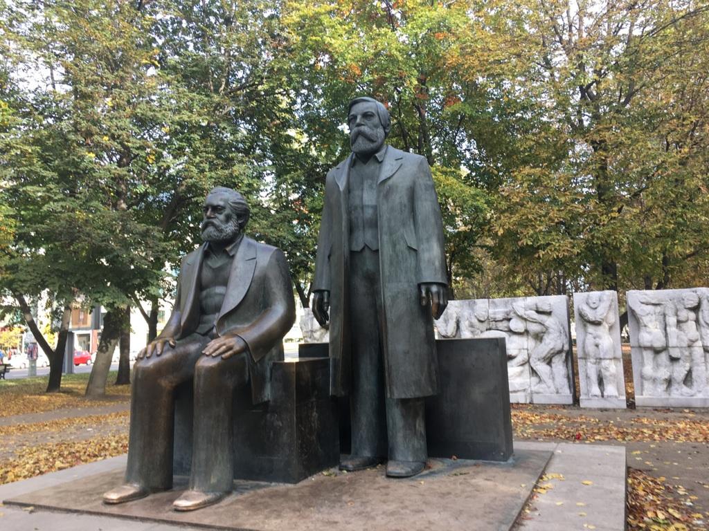 Marx und Engels - Talking Statues