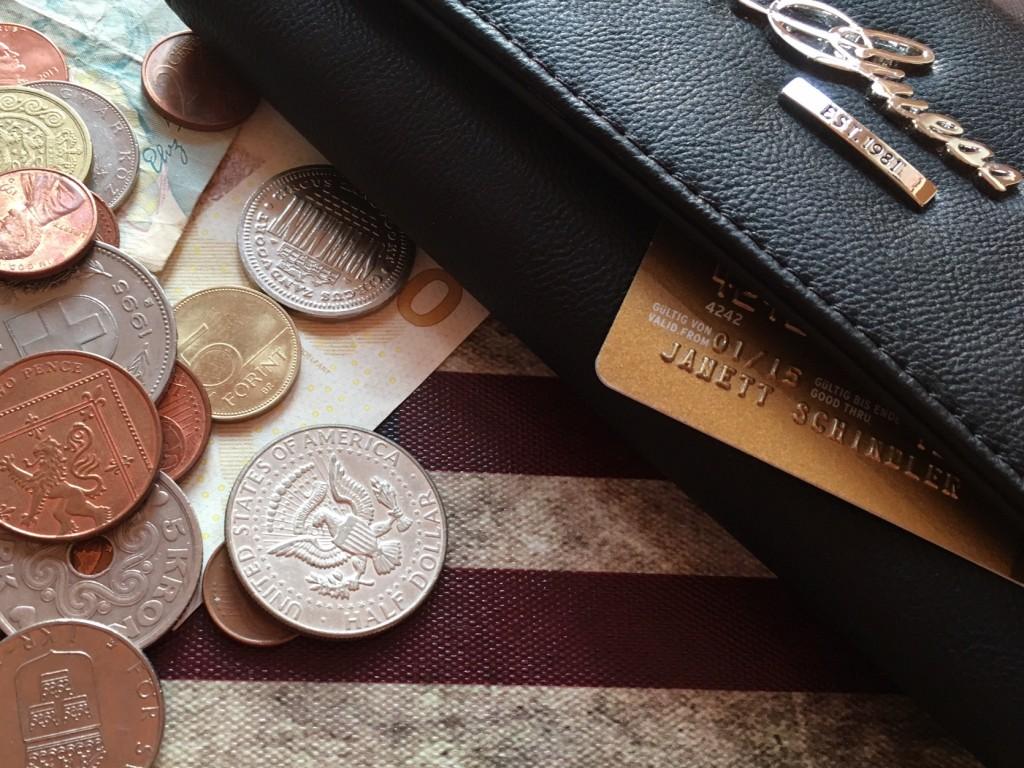 Bargeld oder Kreditkarte? Wie bezahlen im Urlaub? Ein Interview mit Rainer Gerhard von Check24
