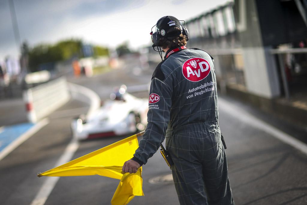 Anzeige: Leidenschaft Auto in Deutschland und warum Pannenhilfe vom AvD sinnvoll ist