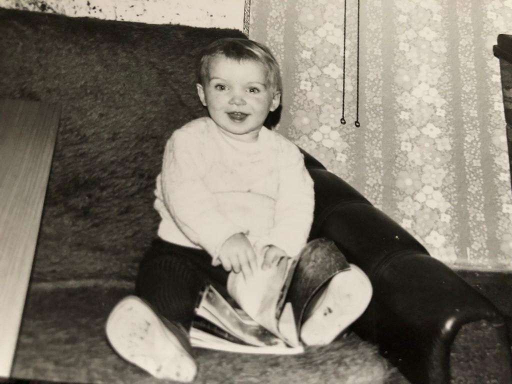 Janett, 3 Jahre alt. Kind der DDR und hinter der Mauer.