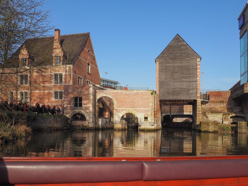 Mechelen: Wo man in Kirchen schläft und auf dem Wasser läuft