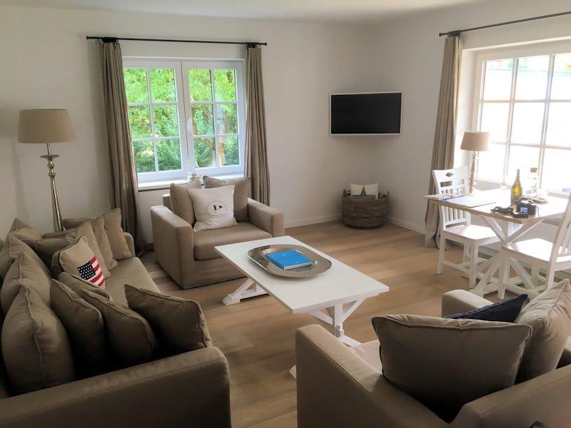 flitterwochen an der nordsee 48 entspannte stunden in hooksiel. Black Bedroom Furniture Sets. Home Design Ideas