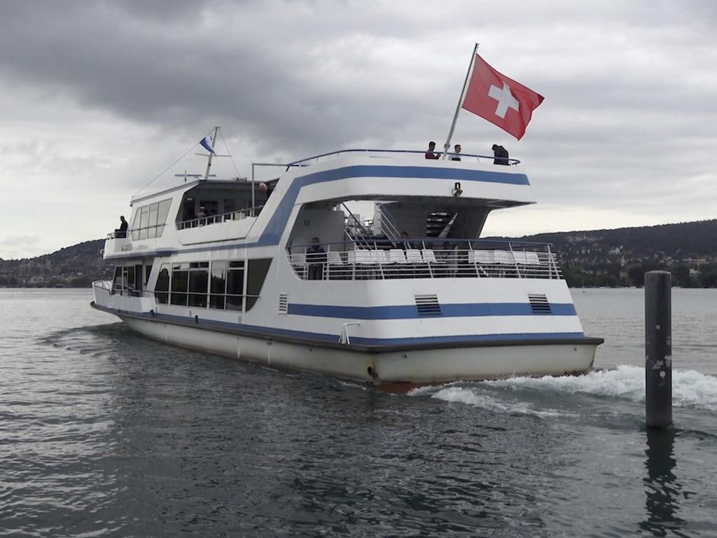 Mit dem Zürichsee-Boot unterwegs auf dem Wasser