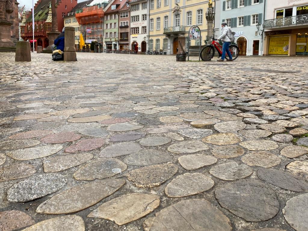 Abgeschliffene Steine Münsterplatz Freiburg