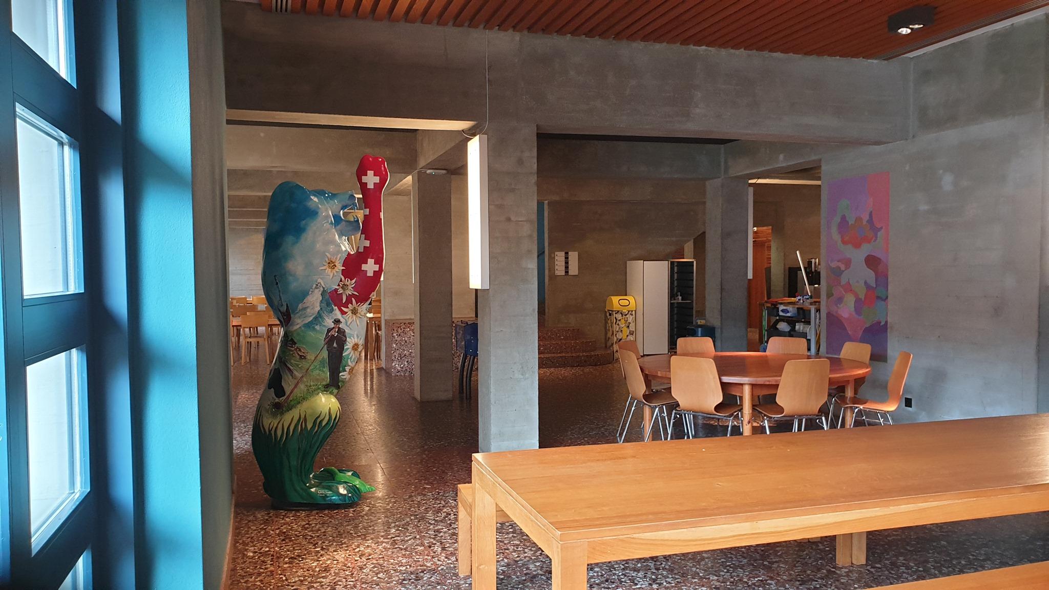 Die Lobby der Jugendherberge Zürich mit Löwe