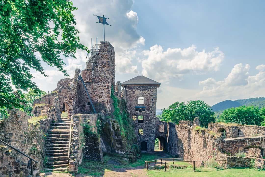 20 sehenswerte Burgruinen in Deutschland. Lost Places aus dem Mittelalter